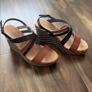 Black and brown size 9 wedges. Only worn once!